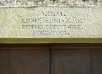 Iscrizione sull'ingresso